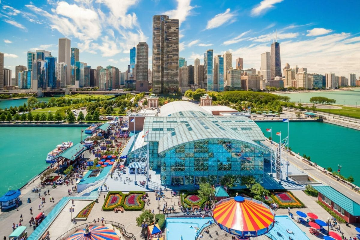 100 lakefront chicago illinois navy pier popular tourist de