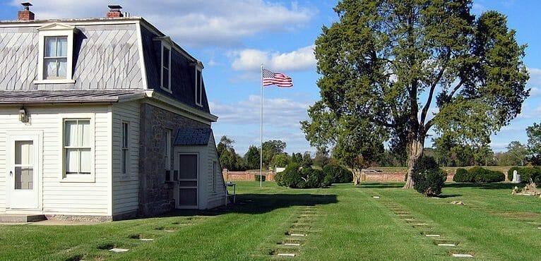 800px-Yorktown_cemetery