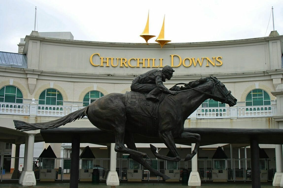 1280px-Churchill_Downs_Entrance_Barbaro_Statue