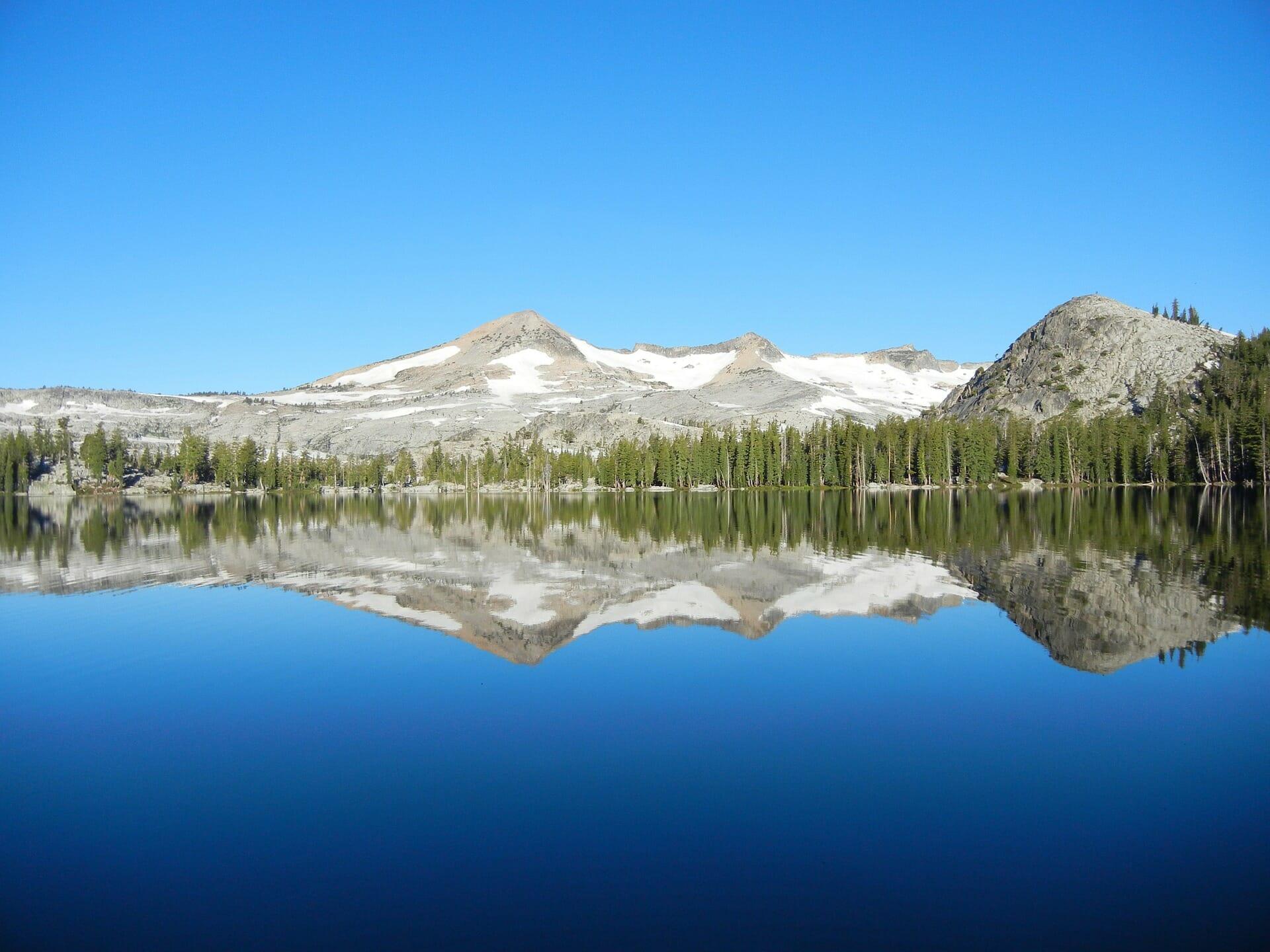 lake-989044_1920