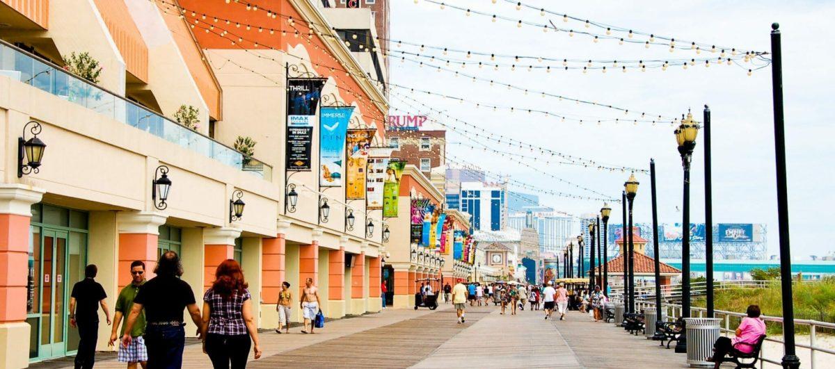 Atlantic_City_Boardwalk_view_north_near_Tropicana_Casino_2