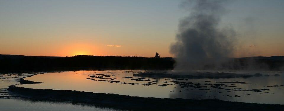 great-fountain-geyser-65782_1920 (1)