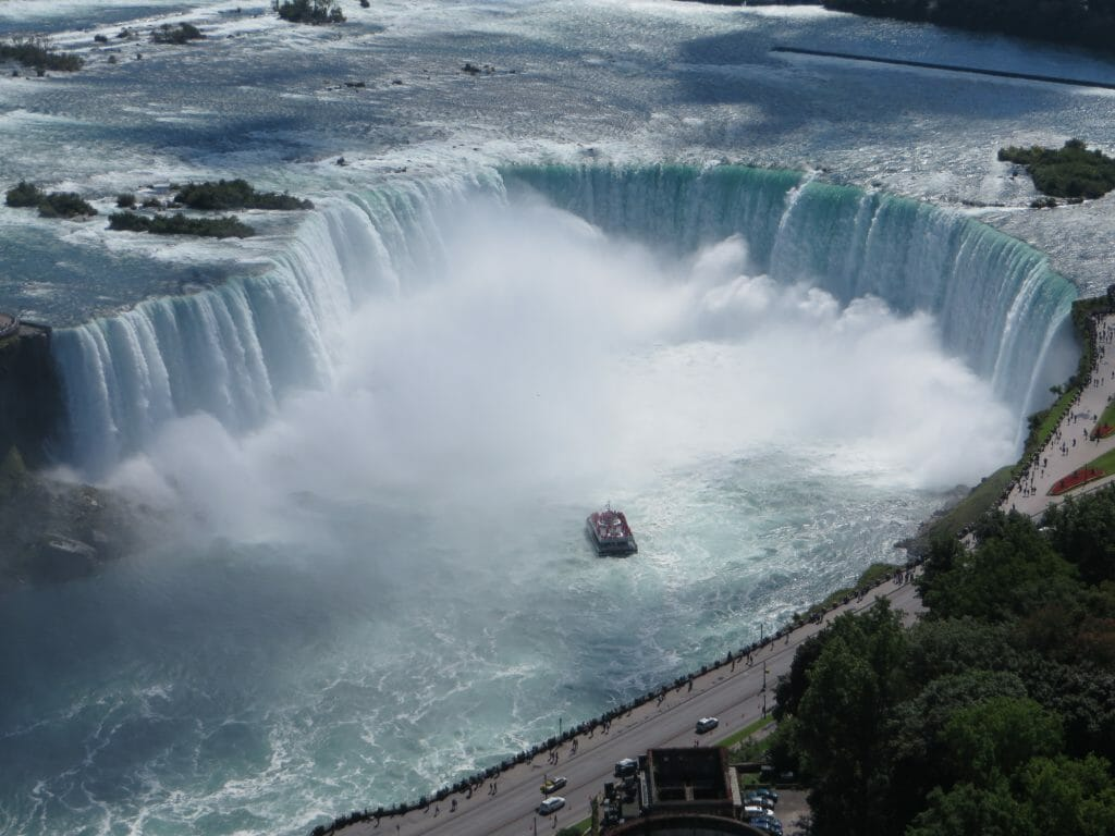 Aerial_view_of_the_Canadian_Falls_(Horseshoe_Falls)_and_the_Hornblower_Niagara_Cruises_boat;_Niagara_Falls