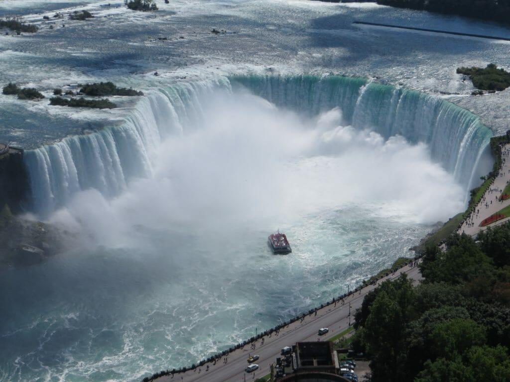 Aerial_view_of_the_Canadian_Falls_(Horseshoe_Falls)_and_the_Hornblower_Niagara_Cruises_boat;_Niagara_Falls