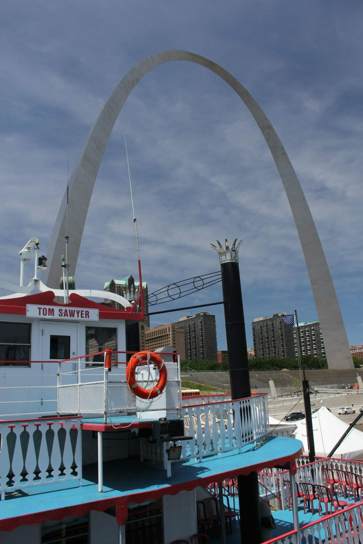 Arch_from_riverboat_(17936320328)
