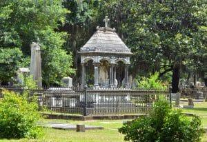 old_live_oak_cemetery_selma